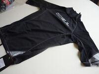 Gul Xola short sleeved Rashguard Top Large..Brand New