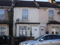 3 BED MID-TERRACE HOUSE WITHIN WALKING DISTANCE TO TOWN CENTRE