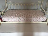 Single trundle bed - mattress not included
