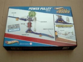 NEW MATTEL HOT WHEELS WALL TRACKS POWER PULLY.