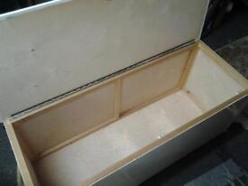 Wooden blanket / toy box.