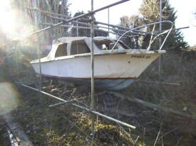 Fiberglass boat 20 ft long