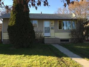 PET FRIENDLY Full House with fenced yard! A Ton of space!