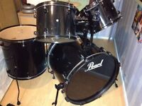 Pearl Forum Drum Kit - Black with black hardware