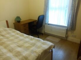 LARGE ROOM AVAILABLE IN A FRIENDLY HOST HOUSE NEAR BEET SCHOOL