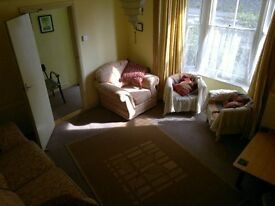 3 rooms available in convenient student house, newly renovated with glass panelled terrace