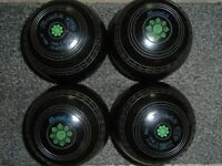 Lawn/Short mat bowls, Henselite Classic deluxe size 5medium grips and logos