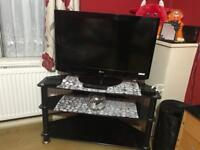 """Tv LG 36"""" with table"""