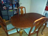 Extendable wooden dining table and 6 chairs £100 ono