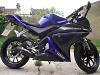 YAMAHA YZF R125 2014 1 OWNER LOW MILEAGE SCORPION EXHAUST MOT TILL JUNE 2017