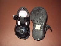 Kids Black Clark Shoes - small size 5