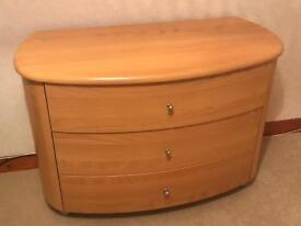 Lovely curved front 3 drawer unit