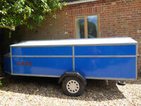 Windsurf Trailer with 3 windsurfers, 3 masts, 3 booms and 6 Sails