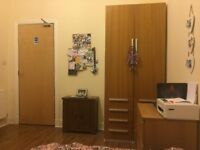 TWO LARGE ROOMS IN 3 BED KELVINGROVE FLAT AVAILABLE FROM SEPTEMBER £420PPPM
