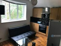 2 bedroom flat in Polygon Road, Manchester, M8 (2 bed) (#934451)