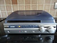 PROTEAM RECORD PLAYER / FM-AM RADIO WITH BUILT IN SPEAKERS VGC