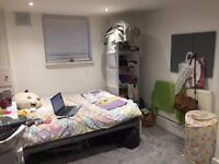 Double room with TV to rent
