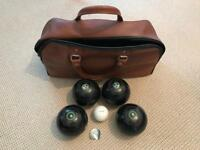 Bowls Almark Clubmaster Medium Size 3 Set Of 4 Plus White With Leather Bag