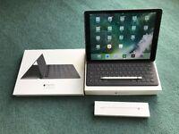 iPad Pro 128GB Wi-Fi + Smart Keyboard + Apple Pencil + Silicone Case