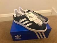 Navy Adidas Gazelles new in box Sz 7
