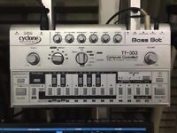 Cyclone Analogic TT-303 Bassbot V1 analogue synth (Discontinued ) Roland TB-303 Clone