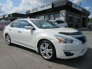 2013 Nissan Altima SV 3.5L Low 61Kms. Sunroof - Camera - Paddle