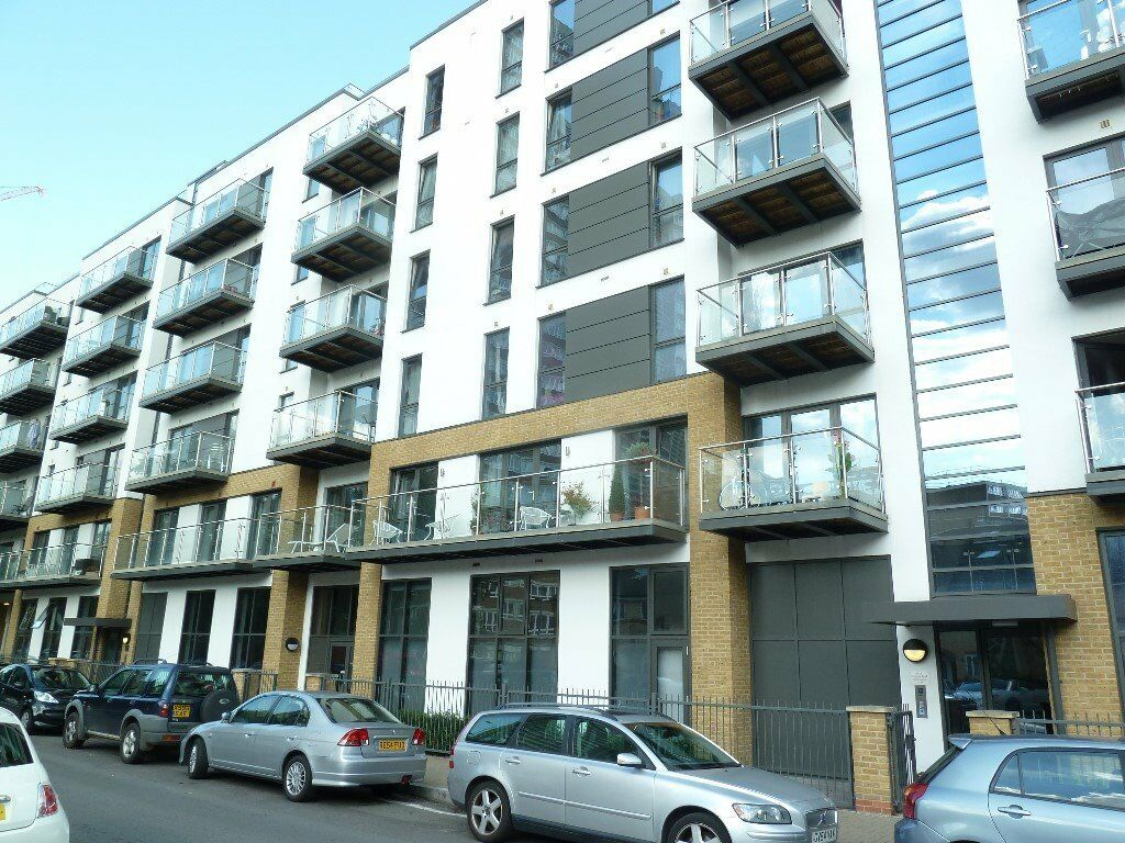 Modern New Built Developement 2 Bed, 2 Bath With Private Balcony & Communal Roof Terrace
