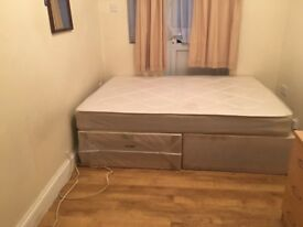 A MEDIUM SIZED DOUBLE ROOM IN A HOUSE SHARE CLOSE TO HOUNSLOW RAIL STN AND TOWN CENTRE-INC BILLS