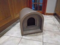 Cat Kennel ~ Hard plastic Pet Kennel ~ In great condition ~ small dog kennel