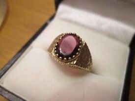 9 ct .375 Gold Ring Large Garnet perfect cond. 1970's 3 grams