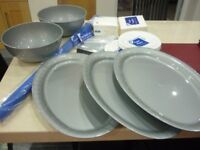 100 PARTY PLATES, 200 NAPKINS, 3 LARGE PLATTERS, 2 LARGE BOWLS, 120 PIECES CUTLERY, BLUE TABLE COVER