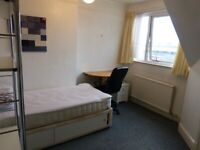 BEDSIT WITH A SEPARATE KITCHEN TO LET IN GOLDERS GREEN INCLUDING ALL BILLS EXCEPT COUNCIL TAX