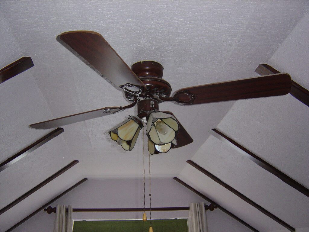 Encon ceiling fan with three lights in sandy bedfordshire gumtree encon ceiling fan with three lights aloadofball Choice Image