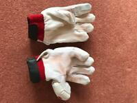 Men's RH cricket gloves
