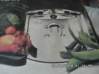Triple saucepan set