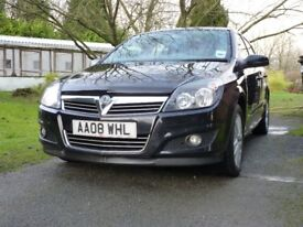 Vauxhall Astra 1,6 SXI Black extremely tidy with a full service record, 12 month MOT