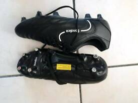 Sondico Football boots. Size 7.5 Screw in Studs. New= Unworn.