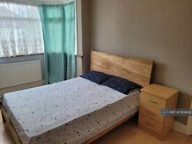 1 bedroom in Cuckoo Hall Lane, London, N9 (#1104432)
