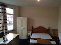 Nice and Clean Very Big Large Double Room Available Now in Wood Green N22 Near Shopping Center