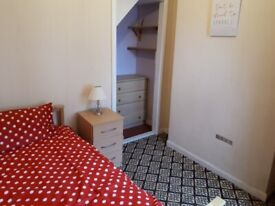 **FULLY FURNISHED ROOMS AVAILABLE**NO DEPOSIT**BENEFITS ONLY**SPARKBROOK**MONTGOMERY STREET**