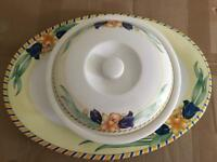 Set of 2 Plastic Sandwich/Buffet Plates + Dish