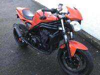 Triumph Daytona 955i streetfighter/ speed triple
