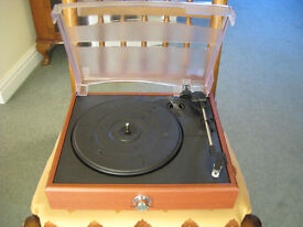 BENROSS RETRO USB STEREO TURNTABLE 3 SPEED WITH BUILT IN SPEAKERS.