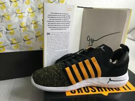 Garyvee Crushing it Signed sneakers uk10 and book