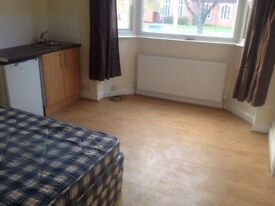 A clean Double bedroom.shared house £75/week.All bill inc. free WIFI. 10 mins city centre and DMU