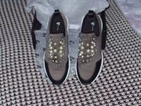 ladies size 6 grey trainer/shoe brand new never been worne