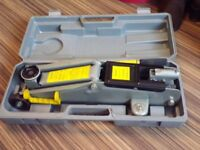 Two tonne hydraulic car jack, excellent condition