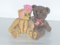 COLLECTABLE HOLLY GROVE MR & MRS TEDDY BEAR ORNAMENTS JOSH & JEMMA WITH BOW RING