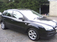 FORD FOCUS 1-6 STYLE 5-DOOR 2008 (57 PLATE) VERY ATTRACTIVE IN PANTHER BLACK METALLIC.