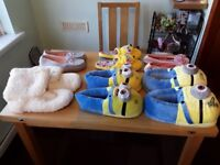 6 pairs of slippers
